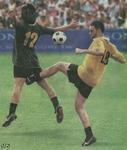 サッカーおもしろ画像・股間にケリ・2